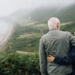 Kan du få en ældrecheck, og hvornår udbetales den?